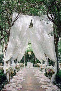 Dreamy ceremony decor #diyrusticdecor #diy