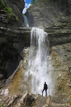Cascada del Sorrosal, Parque Nacional de Ordesa y Monte Perdido, Huesca, Spain.