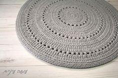 """237 curtidas, 3 comentários - עושה עיניים (@liatbentov) no Instagram: """"רון עכברון.  #zpagettiyarn #crochetrug #tshirtyarnrug #tshirtyarn #crochetaddict #trapillo #crochet…"""""""