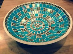 Turquoise and gold mosaic on bamboo bowl Mosaic Birdbath, Mosaic Tray, Mirror Mosaic, Mosaic Flower Pots, Mosaic Pots, Mosaic Garden, Mosaic Crafts, Mosaic Projects, Mosaic Ideas
