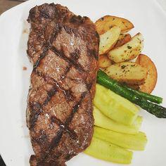 #wreats #cbridge #wrasom #grill #bbq #beef #striploin #zuchini #asparagus #steak #cooking #restaurants #bistros #people #reservation #patio#elixirbistro