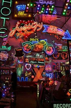 Ideas For Neon Lighting Photography Signs Neon Wallpaper, Wallpaper Backgrounds, Iphone Wallpaper, Wallpaper Doodle, Neon Licht, Retro, Neon Led, Neon Aesthetic, Neon Lighting