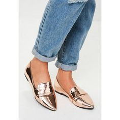 Missguided Metallic Pointed Loafers ($15) ❤ liked on Polyvore featuring shoes, loafers, pink, pointy loafers, pink loafers, metallic gold shoes, gold metallic loafers and pointed loafers