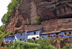 Die Felsenwohnungen im elsässischen Graufthal - Sehen Sie dazu einen Beitrag bei HOTELIER TV: http://www.hoteliertv.net/reise-touristik/die-felsenwohnungen-im-elsässischen-graufthal