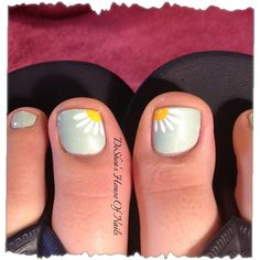 Daisy toes by Mamashea5 - Nail Art Gallery https://nailartgallery.nailsmag.com by Nails Magazine https://www.nailsmag.com #nailart