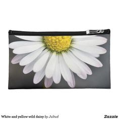 White and yellow wild daisy makeup bag. #daisies #cosmeticsbag #bags #flowers