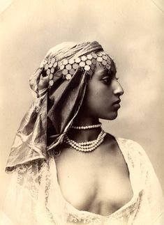 Beautiful turn of the centrury portrait Vintage Pictures, Vintage Images, Vintage Photos Women, Black Is Beautiful, Beautiful People, Egyptian Women Beautiful, Beautiful African Women, Vintage Photographs, Vintage Beauty