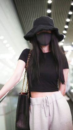 Korean Girl Fashion, Korean Fashion Trends, Ulzzang Fashion, Korean Street Fashion, Kpop Fashion Outfits, Girls Fashion Clothes, Korean Casual Outfits, Korean Outfit Street Styles, Cute Casual Outfits