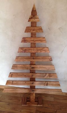 Wood pallets 674132637949430308 - Source by Wooden Christmas Crafts, Wooden Christmas Decorations, Pallet Christmas Tree, Christmas Projects, Christmas Diy, Deco Noel Nature, Christmas Window Boxes, Alternative Christmas Tree, 242