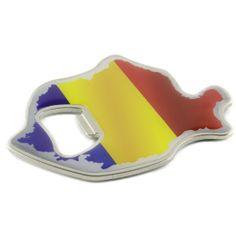 Cu o functie dubla (magnet si desfacator pentru sticle), acest produs este personalizat cu steagul Romaniei, in binecunoscutele-i culori: albastru, galben si rosu.La dubla-i utilitate se adauga si un element ingenios si anume, forma de harta a tarii, astfel transformandu-se intr-un suvenir original, ideal pentru colectionari si nu numai.Produsul este livrat in ambalaj personalizat Art Custom Art, Arts And Crafts, Souvenir, Art And Craft, Craft