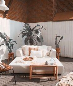 Buitenruimte - natuurlijk meer planten! Outdoor Sofa, Outdoor Furniture, Outdoor Decor, Plants, Home Decor, Lawn And Garden, Decoration Home, Room Decor, Plant