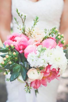 amazing mix of flowers // photo by Simply Rosie // http://ruffledblog.com/colorful-manitoba-wedding