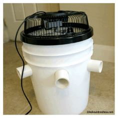 Life Should Cost Less - Urban Survival, Survival Prepping, Cool Kitchen Gadgets, Cool Kitchens, Bucket Air Conditioner, Five Gallon Bucket, Diy Cooler, Diy Crafts For Home Decor, Apt Ideas