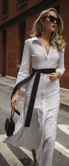 The most comfortable pumps every working girl needs // long sleeve white and black checkered asymmetrical dress black patent pumps Sarah Flint theory le specs workwear classic style Fashion Mode, Nyc Fashion, Look Fashion, Trendy Fashion, Fashion Outfits, Womens Fashion, Trendy Style, Korean Fashion, Spring Dresses Casual