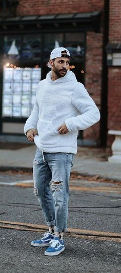 Every man loves to be styled smart and edgy which makes them look fabulous. check out few stylish hoodie outfit ideas for men. Mens Fashion 2018, Mens Fashion Blazer, Mens Fashion Blog, Men's Fashion, Fashion Quotes, Fashion Advice, Urban Fashion, Daily Fashion, Winter Fashion
