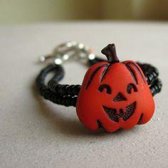 A cute children's pumpkin bracelet for Halloween!