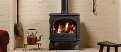 The Dovre 425 traditional gas stove is an all cast iron product installed with all the latest gas flame technology. This traditional stove not only looks highly realistic but also provides you with effective and controllable warmth. The Dovre 4 Gas Log Burner, Gas Logs, Electric Stove, Gas And Electric, Boiler Stoves, Cast Iron, It Cast, Fireplace Stores, Range Cooker