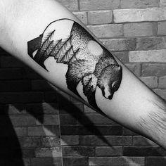 """""""Tatuagem feita por @qillihq  Achamos incrível, e você?  #tatuagem #tattoo #tattoo2me  #urso"""""""