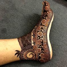 Explore latest Mehndi Designs images in 2019 on Happy Shappy. Mehendi design is also known as the heena design or henna patterns worldwide. We are here with the best mehndi designs images from worldwide. Simple Arabic Mehndi Designs, Legs Mehndi Design, Dulhan Mehndi Designs, Modern Mehndi Designs, Wedding Mehndi Designs, Mehndi Design Pictures, Mehndi Designs For Hands, Mehandi Designs, Mehndi Images