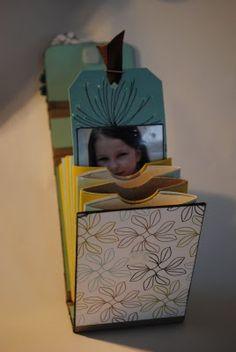 Mini album à soufflet...avec des rouleaux de papiers toilettes ou d'essuie-tout je suppose !