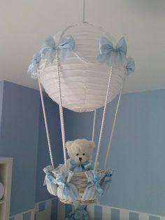 Si estas decorando la habitación del bebé ,aquí te dejo esta idea como hacer esta hermosa lámpara es muy fácil y económica estoy segura que te va encantar !! Lámpara de papel blanca Osito de pelu…