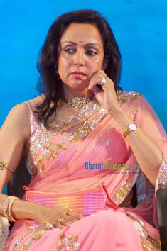 Most Beautiful Bollywood Actress, Beautiful Actresses, Desiner Sarees, Hema Malini, Beautiful Saree, Beautiful Lips, Hindi Actress, Vintage Bollywood, Indian Beauty Saree