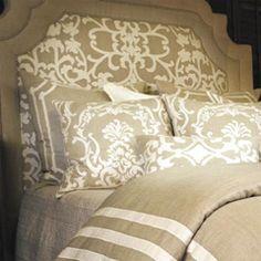 love the linen incorporation!