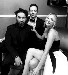 Those physicists clean up nicely! On Sunday night, Kaley Cuoco reunited with her Big Bang Theory costars Jim Parsons and Johnny Galecki for a glamorous night Big Bang Theory Show, The Big Band Theory, Johnny Galecki, Tbbt, Kayley Melissa, Melissa Rauch, Jim Parsons, Kaley Cuoco, Celebrity Portraits