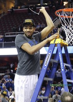 Kentucky survives Irish upset bid, heads to Final Four, 68-66 | Basketball: Men | Kentucky.com