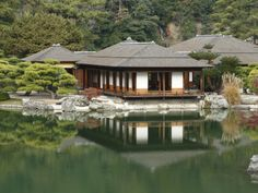 japanese tea house | Traditional Japanese Tea House at Ritsurin Park Lámina fotográfica ...