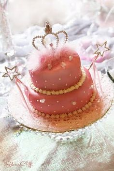 What a beautiful princess cake. I would love to have this for my 21st birthday. Any takers?
