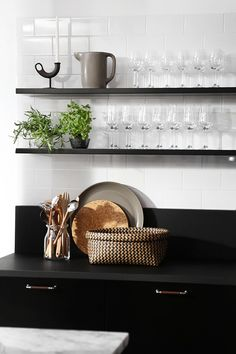 Modern Scandinavian kitchen, interior in black. Kitchen Design Open, Open Kitchen, Kitchen Dining, Kitchen Decor, Kitchen Designs, Kitchen Ideas, Home Interior, Kitchen Interior, Interior Design Living Room