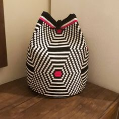 Tapestry Bag, Tapestry Crochet, Plastic Canvas Stitches, Crochet Handbags, Weaving, Design Inspiration, Textiles, Embroidery, Bean Bag Chair