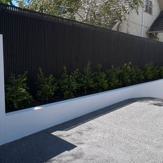 A Slimline hardwood screening profile has been used to cover up this fence in Brighton. The simple color scheme works really well!…