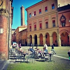 Stroll and coffee in downtown #Bologna - Instagram by scope79
