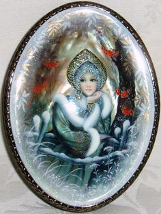 """Russian lacquer miniature from the village of Fedoskino. Russian beauty in the traditional headdress """"Kokoshnik""""."""