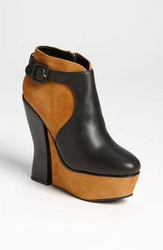 pinterest.com/fra411 - Lovely shoes.