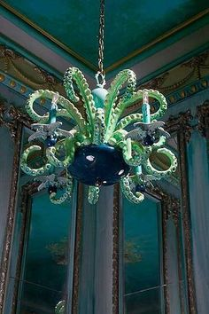 this light is base on Octopus. use Octopus shape to made this light, but only four Tentacles get bulb and octopus shape. Kraken, Estilo Kitsch, Octopus Decor, Octopus Artwork, Mermaid Bedroom, Little Mermaid Bathroom, Mermaid Home Decor, Tentacle, My New Room
