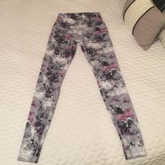 Nwt lulu pants Washed once but never worn lulu pants, I can't remember the name of the pattern.. Lovely pants no longer sold in stores... I need a size 4... Only trading for exact same ones on size 4 with good feedback plz... lululemon athletica Pants Skinny