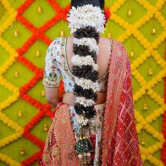New Bridal Hairstyle, South Indian Bride Hairstyle, Curled Hairstyles, Bride Hairstyles, Blouse Back Neck Designs, Blouse Designs, Traditional Hairstyle, Stylish Blouse Design, Indian Bridal Fashion