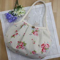 sac de Granny Motif Rose est fait un sac Granny avec une belle matière naturelle du coton, tissu de la dalle de lin. Depuis qu'il a pris une fléchette vers le bas, il sera repulper forme mignonne et de mettre les bagages. Tout en prenant avantage de la...