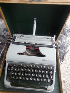 Working Olympia SM3 De luxe Portable Typewriter Vintage Off White & Case Germany #Olympia