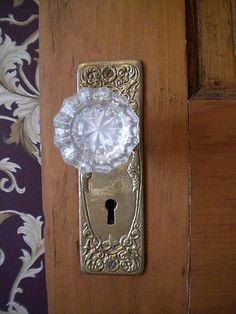 Love old glass doorknobs!