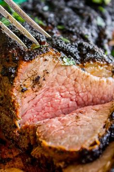 If you've never had tri tip, you haven't lived! I will show you how to cook tri tip on the grill or in the oven; it's SO easy and the flavor is unbeatable! Tri Tip Oven, Oven Roasted Tri Tip, Tri Tip Grill, Beef Tri Tip, Tri Tip Rub, Tri Tip Steak Recipes, Beef Recipes, Cooking Recipes, Garlic Recipes