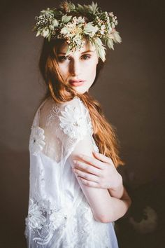 Natural bridal hair and makeup w/ an earthy floral crown | Photo by Serena Cevenini