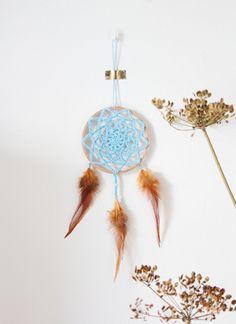 Haakpatroon Dromenvanger voor Beginners- Diagram en Werkbeschrijving Crochet Chart, Crochet Doilies, Dream Catcher, Mandala, Beads, Macrame, Decor, O Beads, Dekoration