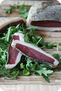 Magret de Canard Séché - Expolore the best and the special ideas about Smoking meat Foie Gras, Eat And Run, Smoking Meat, Charcuterie, Recipes From Heaven, Everyday Food, Perfect Food, Other Recipes, Diy Food