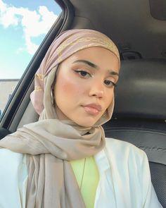 Hijab Fashion Summer, Modest Fashion Hijab, Modern Hijab Fashion, Street Hijab Fashion, Casual Hijab Outfit, Hijab Fashion Inspiration, Muslim Fashion, Abaya Fashion, Mode Turban