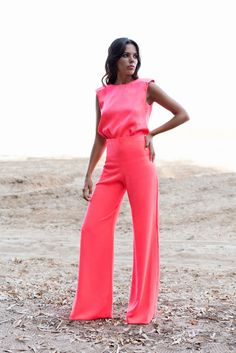 Camisa Kika y pantalón Eva rosa fluor