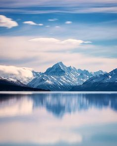 Lake Pukaki, New Zealand by @mthrworld •